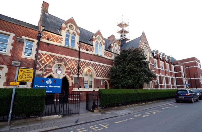 Ngôi trường nơi 2 con Công nương Kate theo học có 4 học sinh nghi nhiễm Covid-19 - Ảnh 1.