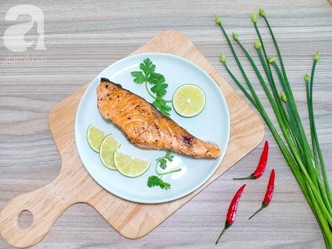 Để có món cá hồi áp chảo ngon đẹp như nhà hàng, bạn chớ bỏ qua bài viết này! - Ảnh 1.