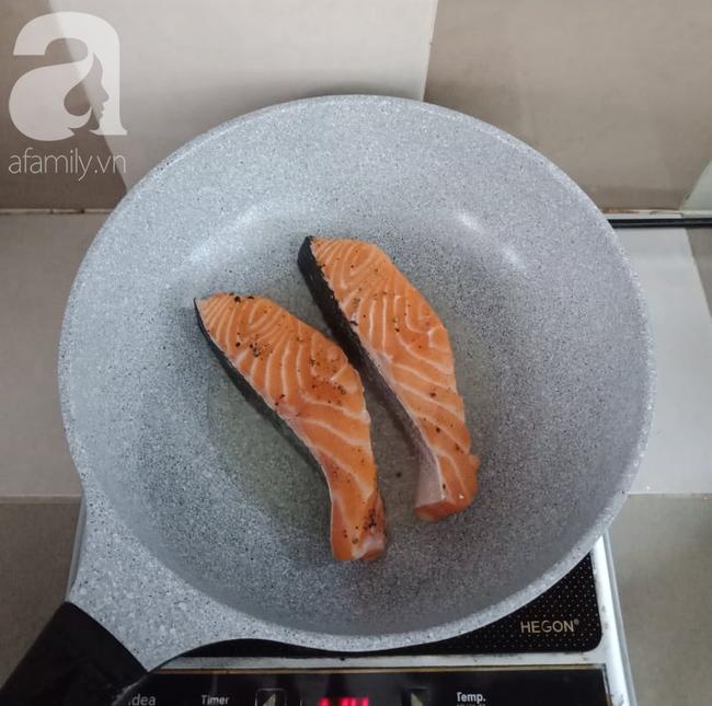 Để có món cá hồi áp chảo ngon đẹp như nhà hàng, bạn chớ bỏ qua bài viết này! - Ảnh 3.