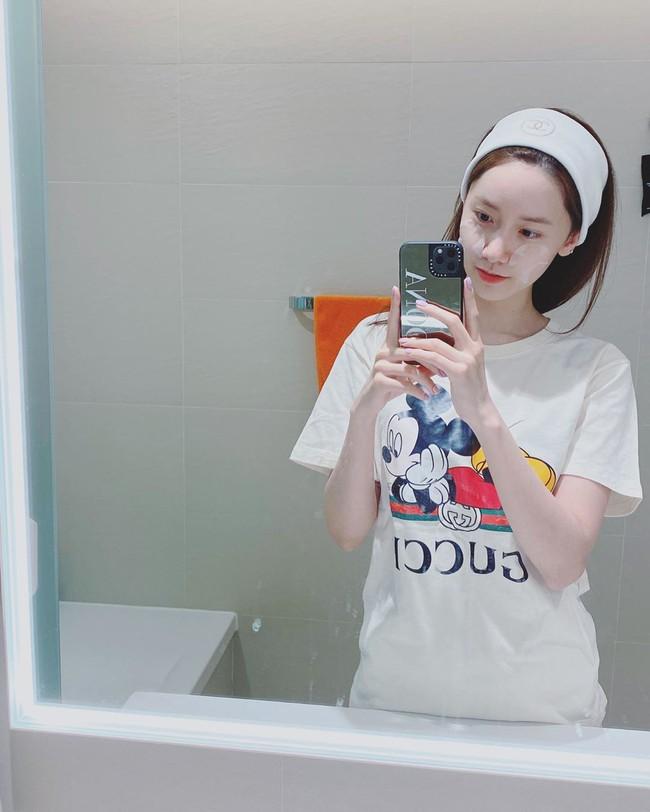 """Yoona vừa bật mí 2 chiêu skincare giúp cô """"tút tát"""" làn da mộc đẹp bất bại, đáng nói là chị em nào cũng áp dụng được - Ảnh 4."""