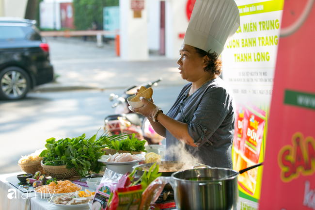 """Người Sài Gòn kéo nhau đi thử bún dưa hấu, bánh tráng thanh long siêu độc, lạ, """"tưởng đâu giải cứu nông sản thế thôi ai ngờ ngon hết hồn"""" - Ảnh 7."""
