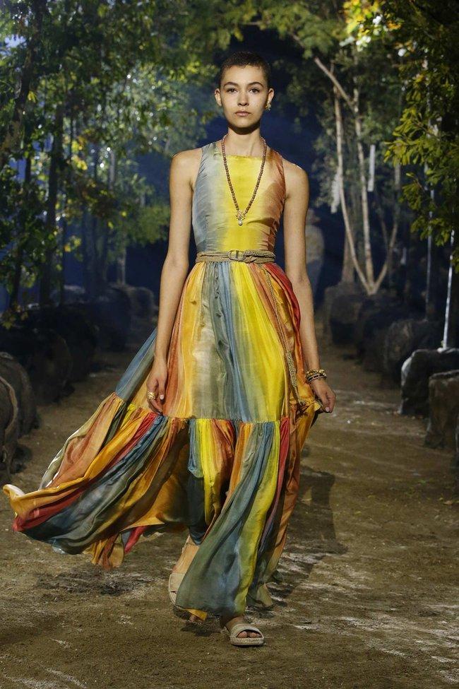 4 mỹ nhân đẹp xuất thần khi cùng diện váy của Dior, dân tình chắc cũng bó tay không tìm ra ai đỉnh nhất - Ảnh 5.
