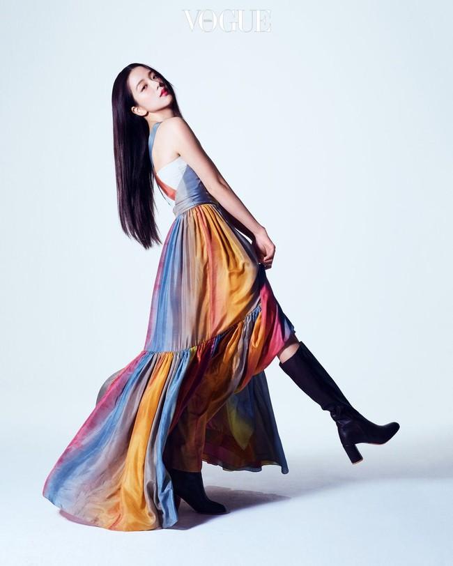 4 mỹ nhân đẹp xuất thần khi cùng diện váy của Dior, dân tình chắc cũng bó tay không tìm ra ai đỉnh nhất - Ảnh 4.