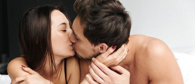 """""""Tìm lại cảm giác lần đầu vượt qua ranh giới ở căn phòng trọ nhỏ..."""" điều mà một người đàn bà kết hôn gần 10 năm đã làm để """"lột xác chuyện ấy"""" là gì? - Ảnh 1."""