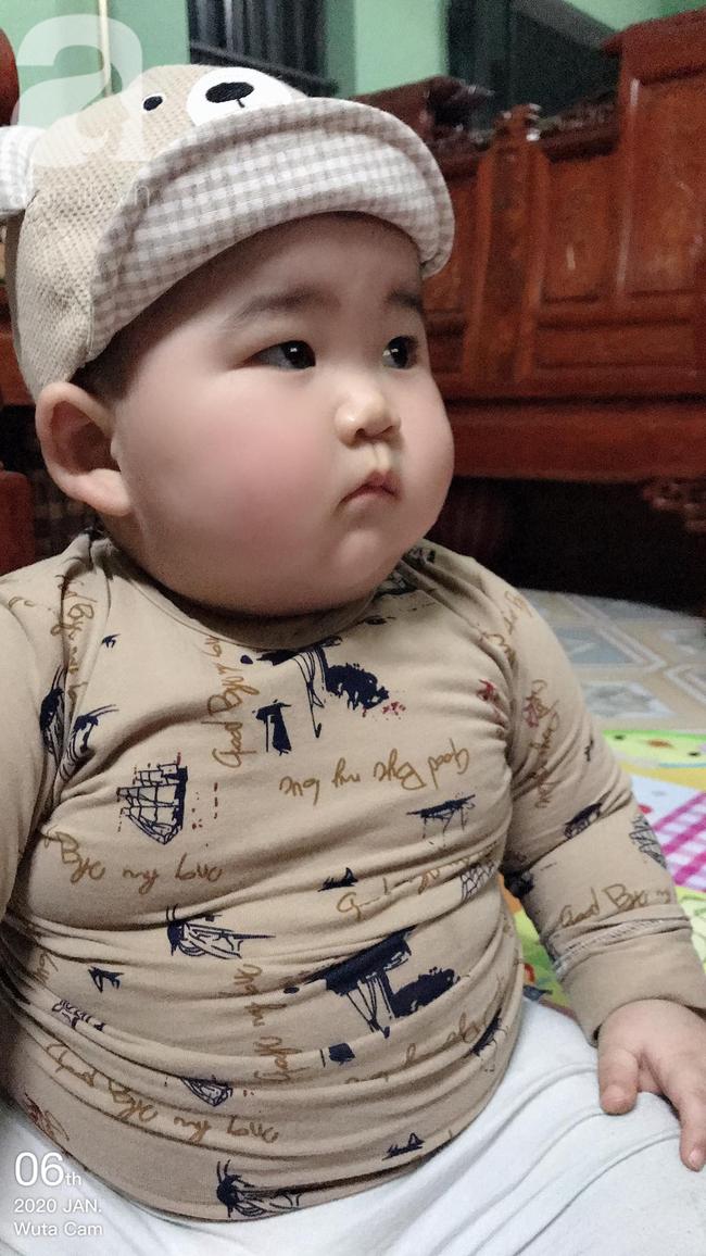 Hội mẹ bỉm thích thú vì cậu bé mập ú 1 tuổi đã 17kg, ai nhìn cũng muốn bế nhưng chỉ được vài phút là trả vì... nặng - Ảnh 5.