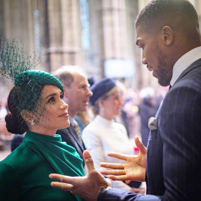 Sau cuộc chạm mặt ồn ào, nhà Công nương Kate có hành động đầy tinh tế xoa dịu dư luận trong khi vợ chồng Meghan Markle lại phũ phàng thế này đây - Ảnh 2.