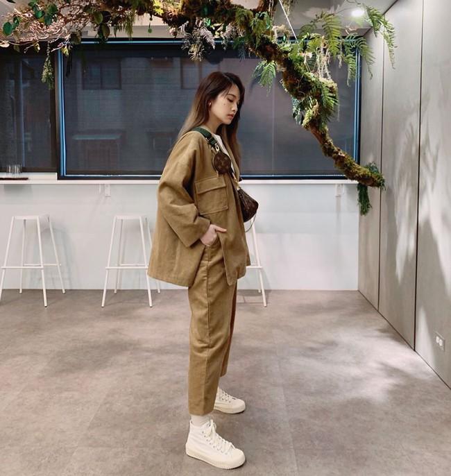 Giống Jisoo, Dương Thừa Lâm mặc gì cũng mix với giày dép độn đế dày cộp để không bao giờ bị dìm chiều cao - Ảnh 3.