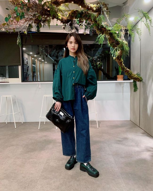 Giống Jisoo, Dương Thừa Lâm mặc gì cũng mix với giày dép độn đế dày cộp để không bao giờ bị dìm chiều cao - Ảnh 4.