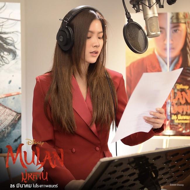 """Baifern Pimchanok lồng tiếng """"Mulan"""", nhan sắc đỉnh cao đẹp không thua kém Lưu Diệc Phi  - Ảnh 5."""