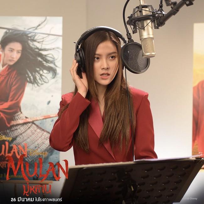 """Baifern Pimchanok lồng tiếng """"Mulan"""", nhan sắc đỉnh cao đẹp không thua kém Lưu Diệc Phi  - Ảnh 4."""