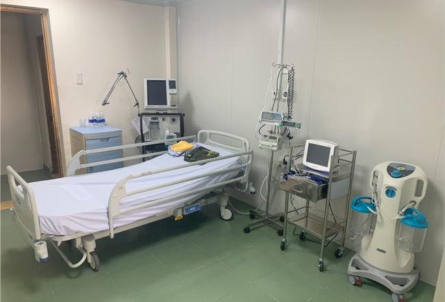 Bệnh viện dã chiến tại TP.HCM chính thức đưa vào sử dụng phòng cách ly áp lực âm cho bệnh nhân nghi nhiễm Covid-19 - Ảnh 3.