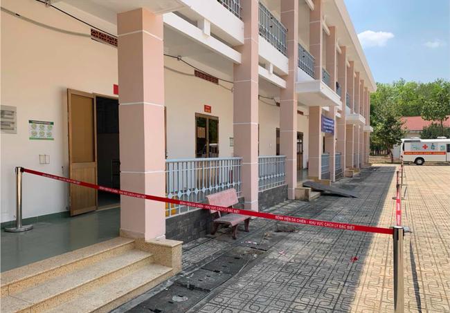 Bệnh viện dã chiến tại TP.HCM chính thức đưa vào sử dụng phòng cách ly áp lực âm cho bệnh nhân nghi nhiễm Covid-19 - Ảnh 5.
