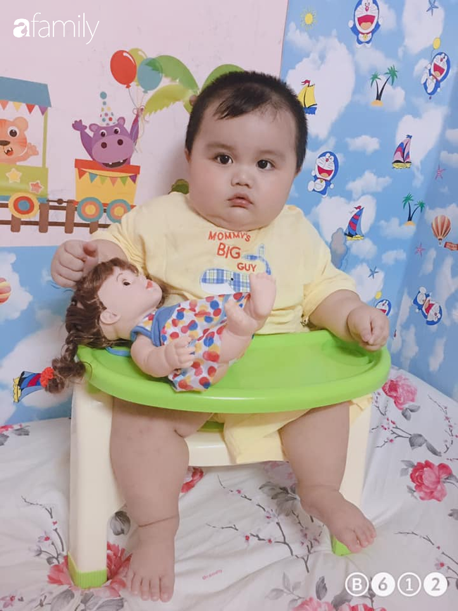 Em bé khiến dân mạng mê tít vì thân hình nần nẫn, gần 1 tuổi nặng 18kg và loạt câu chuyện hài hước phía sau. - Ảnh 10.