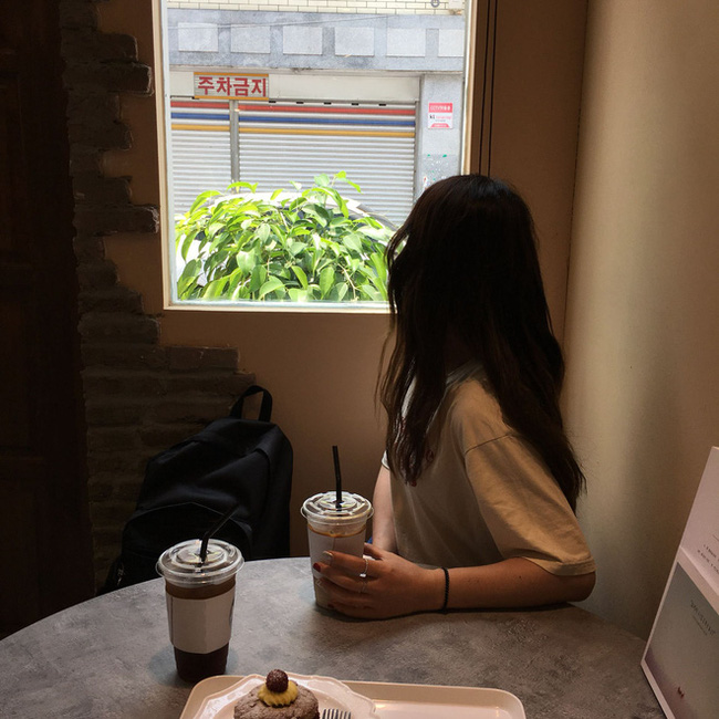 """Bức xúc vì người yêu cũ của bạn trai chuyên gia """"cà khịa"""", cô gái đã có cách xử đẹp ngay tại quán trà sữa, nhân viên quán cũng ủng hộ theo cách đặc biệt này - Ảnh 2."""