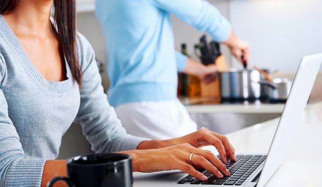 Chuyên gia khuyên chị em công sở 5 điều cần lưu ý để vừa làm việc tại nhà hiệu quả vừa giữ mối quan hệ tốt với chồng - Ảnh 3.