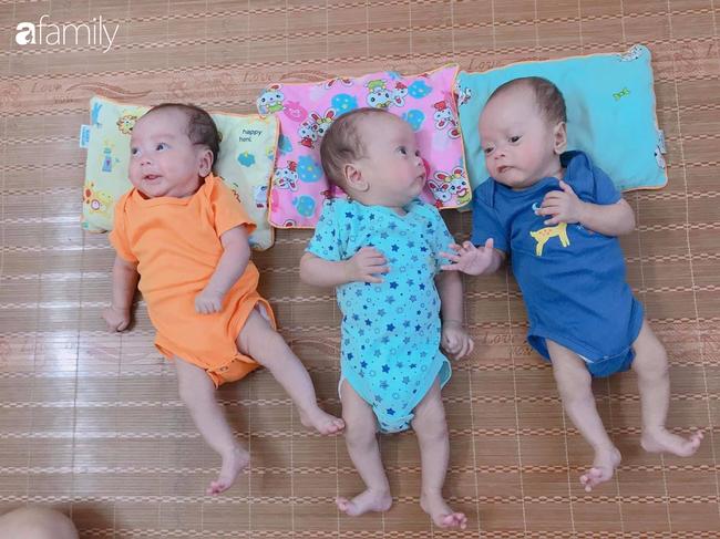 Hé lộ cuộc sống của gia đình bỉm sữa sinh ba: 2 tháng đầu gần như trắng đêm, bà nội, ngoại và 2 người giúp việc hỗ trợ mới xuể - Ảnh 1.