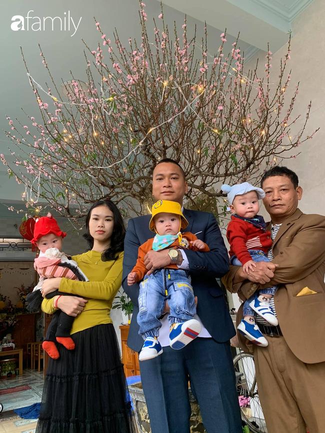 Hé lộ cuộc sống của gia đình bỉm sữa sinh ba: 2 tháng đầu gần như trắng đêm, bà nội, ngoại và 2 người giúp việc hỗ trợ mới xuể - Ảnh 11.