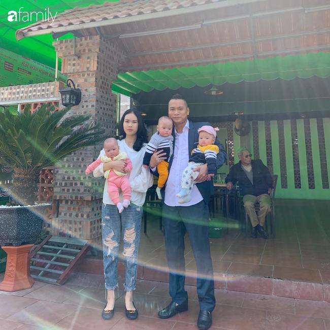 Hé lộ cuộc sống của gia đình bỉm sữa sinh ba: 2 tháng đầu gần như trắng đêm, bà nội, ngoại và 2 người giúp việc hỗ trợ mới xuể - Ảnh 12.