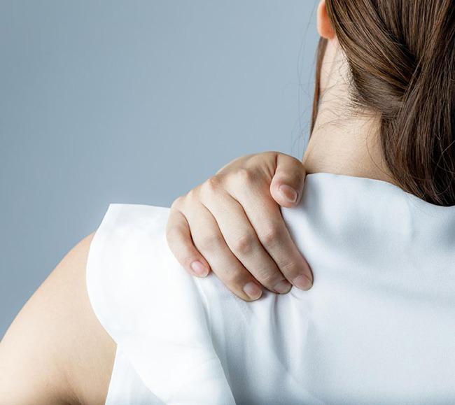 Đau vai nhưng không phải do chấn thương, bạn hãy nghĩ ngay đến 7 căn bệnh nguy hiểm này - Ảnh 1.