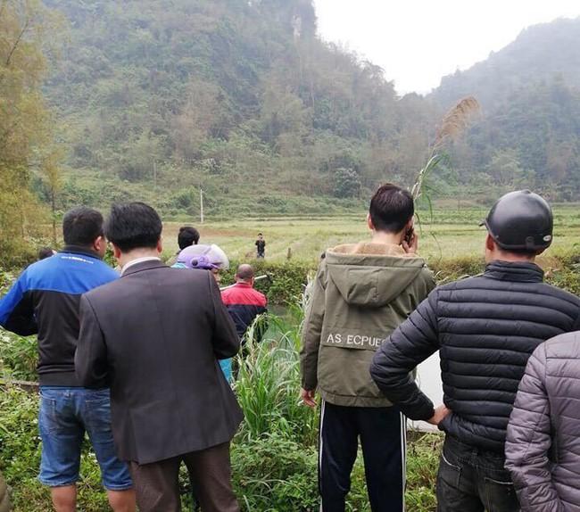 Lạng Sơn: Nữ tài xế mắc kẹt tử vong trên ghế lái sau khi ô tô con chìm xuống sông - Ảnh 5.