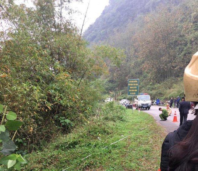 Lạng Sơn: Nữ tài xế mắc kẹt tử vong trên ghế lái sau khi ô tô con chìm xuống sông - Ảnh 4.