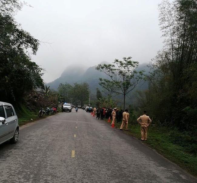 Lạng Sơn: Nữ tài xế mắc kẹt tử vong trên ghế lái sau khi ô tô con chìm xuống sông - Ảnh 6.