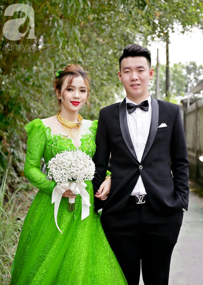 """Khoe ảnh vợ diện váy cưới xanh nõn chuối trong ngày cưới, chú rể tiết lộ sự thật bất ngờ đằng sau màn thay váy """"nhanh như chớp"""" - Ảnh 3."""