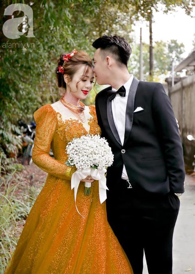 """Khoe ảnh vợ diện váy cưới xanh nõn chuối trong ngày cưới, chú rể tiết lộ sự thật bất ngờ đằng sau màn thay váy """"nhanh như chớp"""" - Ảnh 7."""