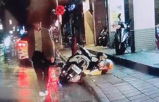 Cãi nhau với vợ vì không biết ăn gì cho bữa tối, người đàn ông tức giận cầm dao đâm chết người dưng đang đứng trên lề đường - Ảnh 1.
