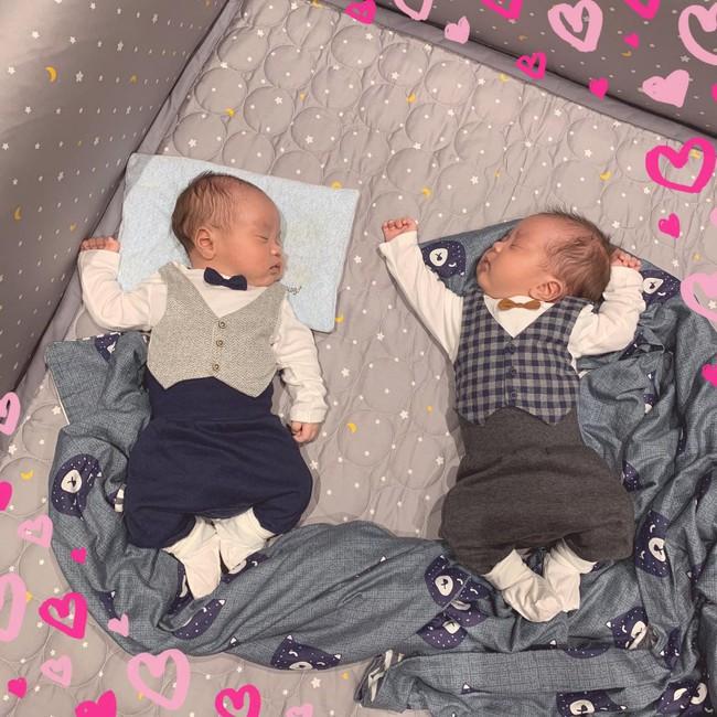Hai nhóc tỳ sinh đôi nhà MC Thành Trung mới hơn 3 tháng đã nặng 7-8kg, mẹ Ngọc Hương chăm kiểu gì mà khéo thế này? - Ảnh 4.