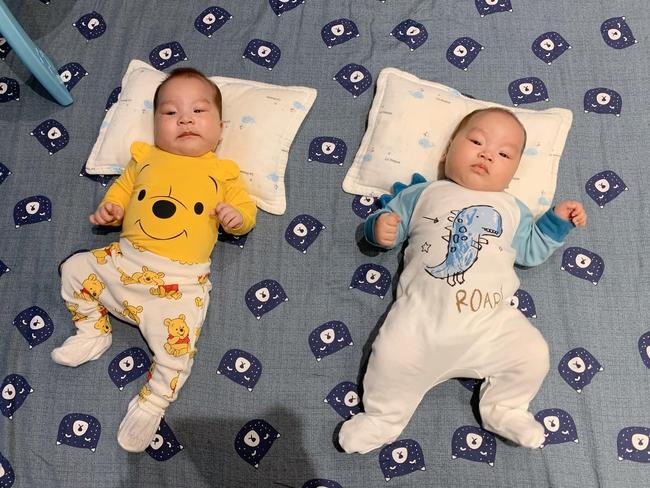 Hai nhóc tỳ sinh đôi nhà MC Thành Trung mới hơn 3 tháng đã nặng 7-8kg, mẹ Ngọc Hương chăm kiểu gì mà khéo thế này? - Ảnh 2.
