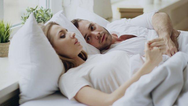 """Chuyện chăn gối vốn đã """"thiếu muối"""" nay càng trở nên lạnh ngắt giữa mùa dịch? Đây là 3 tuyệt chiêu giúp các cặp vợ chồng giải quyết triệt để tình trạng này - Ảnh 1."""