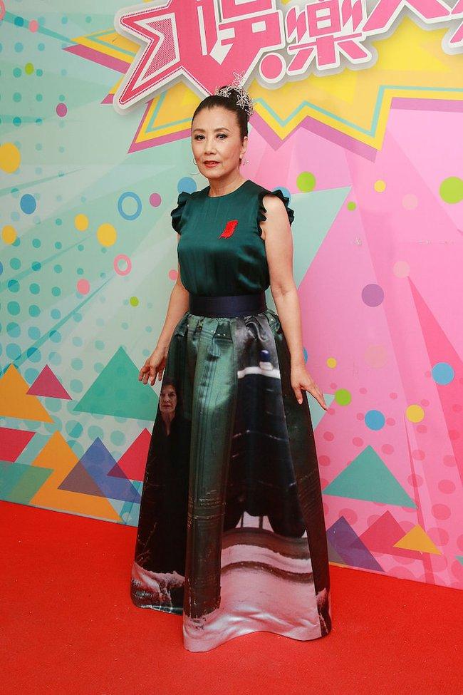 Sao TVB - Uông Minh Thuyên 72 tuổi xuất hiện với gương mặt như tượng sáp, đôi chân thon thả như thiếu nữ - Ảnh 8.
