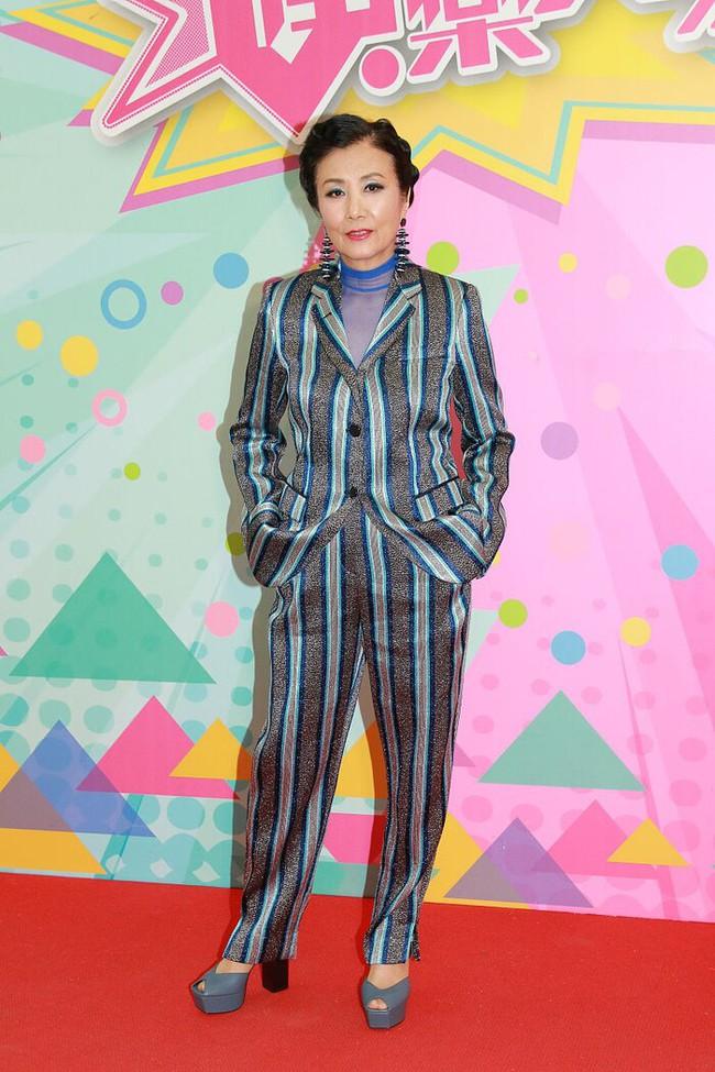 Sao TVB - Uông Minh Thuyên 72 tuổi xuất hiện với gương mặt như tượng sáp, đôi chân thon thả như thiếu nữ - Ảnh 7.