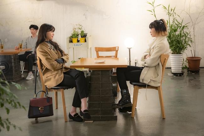 Nhờ Kwon Nara chăm đi giày bệt trong Itaewon Class, chị em sẽ nhận ra những mẫu giày giúp mình tỏa sáng nơi công sở mà chẳng sợ đau chân  - Ảnh 2.