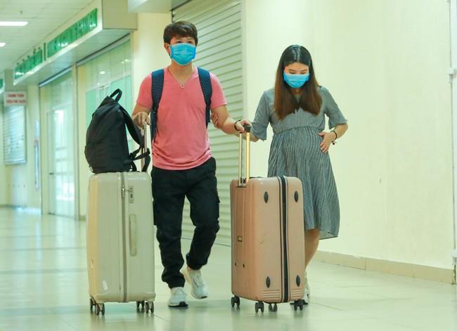Đôi vợ chồng trẻ trở về từ Vũ Hán vỡ oà hạnh phúc khi hết thời gian cách ly được sinh con ngay tại quê nhà - Ảnh 6.