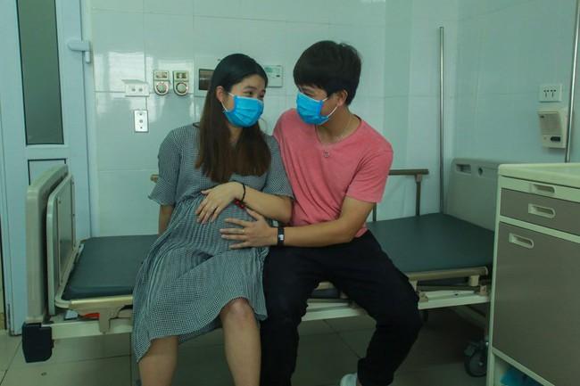 Đôi vợ chồng trẻ trở về từ Vũ Hán vỡ oà hạnh phúc khi hết thời gian cách ly được sinh con ngay tại quê nhà - Ảnh 5.