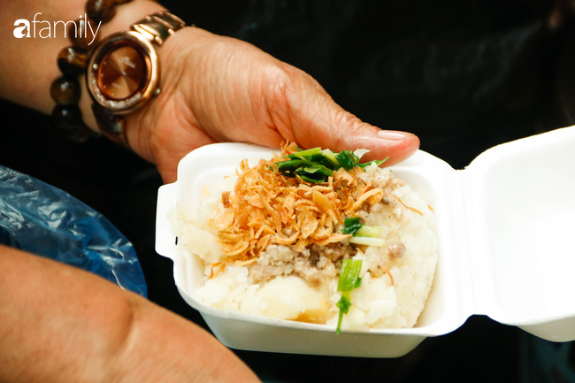 Nét duyên ẩm thực trên đất Kinh Kỳ chẳng cầu kì hoa mỹ với xôi sắn dẻo bùi - Ảnh 12.