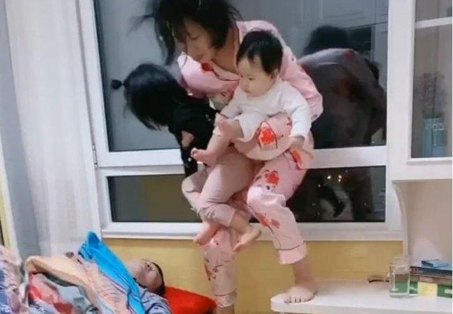 Chồng ngủ ngáy như kéo gỗ làm vợ bơ phờ thức đêm dỗ 2 con, chị em nhìn vào ai cũng xót xa - Ảnh 3.