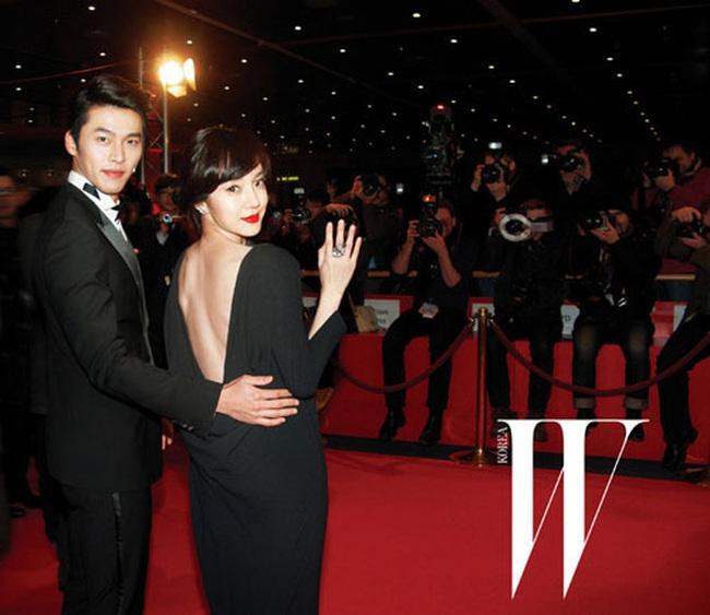 """Nhìn lại loạt khoảnh khắc thảm đỏ của Hyun Bin: Vẻ lịch lãm thăng cấp theo thời gian, sánh đôi với nhiều mỹ nhân nhưng """"chân ái"""" vẫn là Son Ye Jin - Ảnh 10."""