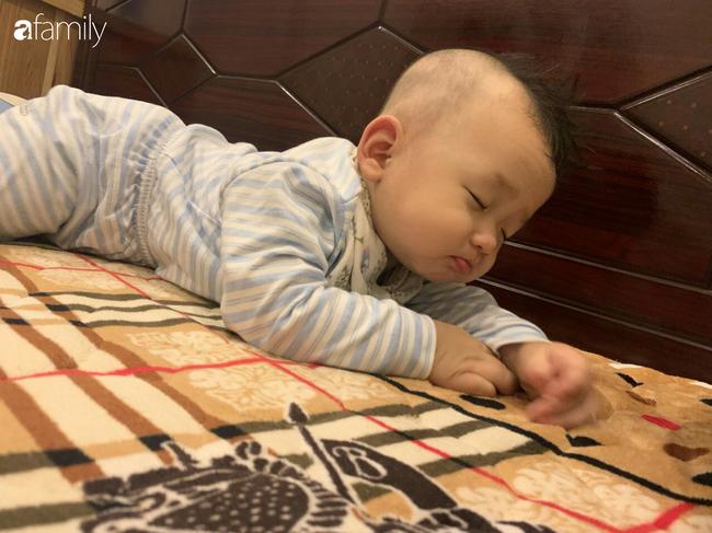 """Bé trai khiến các mẹ bỉm sữa cười đổ ghế vì dáng ngủ bá đạo, nhưng nhìn đến ảnh cuối thì phải thốt lên: """"Quá đỉnh"""" - Ảnh 3."""