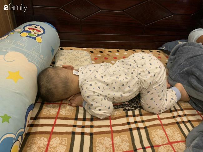 """Bé trai khiến các mẹ bỉm sữa cười đổ ghế vì dáng ngủ bá đạo, nhưng nhìn đến ảnh cuối thì phải thốt lên: """"Quá đỉnh"""" - Ảnh 4."""