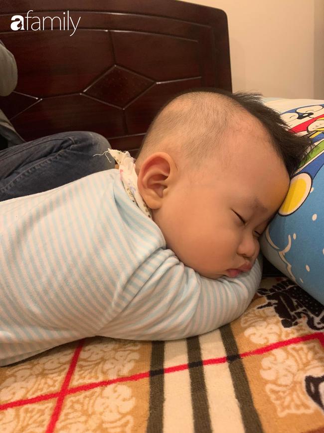 """Bé trai khiến các mẹ bỉm sữa cười đổ ghế vì dáng ngủ bá đạo, nhưng nhìn đến ảnh cuối thì phải thốt lên: """"Quá đỉnh"""" - Ảnh 5."""