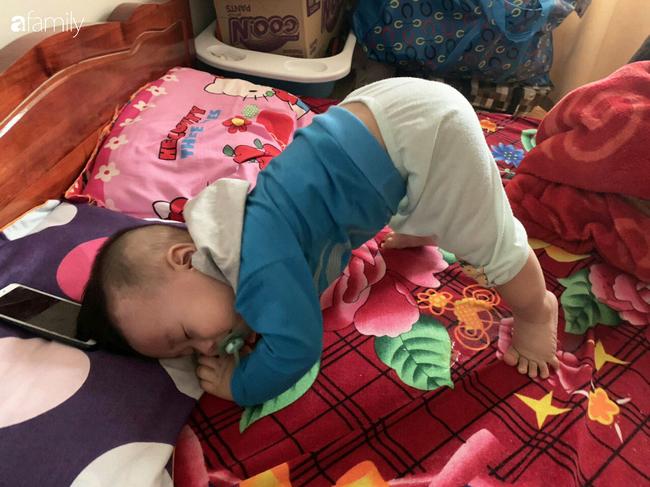 """Bé trai khiến các mẹ bỉm sữa cười đổ ghế vì dáng ngủ bá đạo, nhưng nhìn đến ảnh cuối thì phải thốt lên: """"Quá đỉnh"""" - Ảnh 6."""