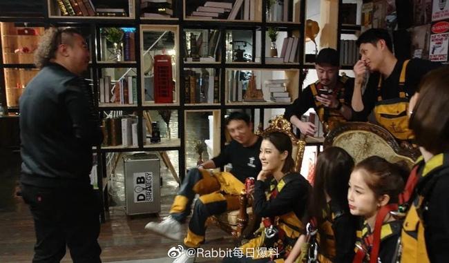 Netizen không bất ngờ khi biết Ngu Thư Hân là bạn của thiếu gia giàu nhất Trung Quốc - Ảnh 4.