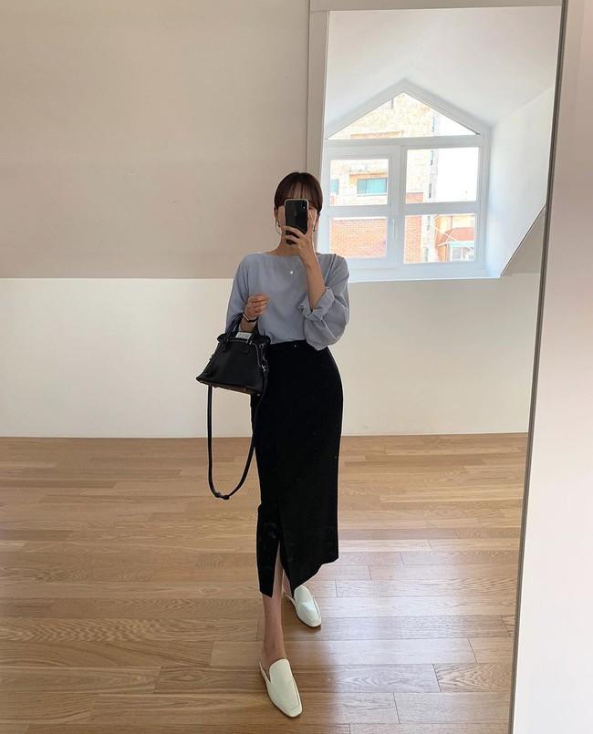 Chân váy đen dễ mặc mà cũng dễ nhạt, nhưng bạn áp dụng loạt ý tưởng sau thì xịn đẹp phải biết - Ảnh 7.