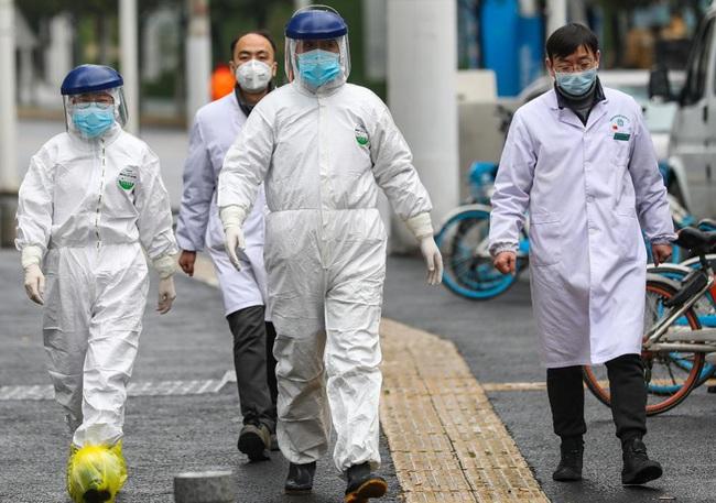 """Trưởng khoa Cấp cứu BV Bệnh Nhiệt đới Trung ương: """"Tất cả các bác sĩ khi tham gia chống dịch đều xác định mình có nguy cơ nhiễm Covid-19"""" - Ảnh 1."""