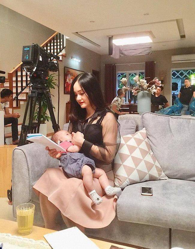 Thoải mái đăng khoảnh khắc lộ ngực khi cho con gái bú mẹ, Lan Phương khiến dân mạng bình luận ầm ầm vì điều này - Ảnh 5.