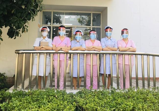 TP.HCM: Ngộ nghĩnh kính bảo hộ 5.000 đồng được bác sĩ khoa Nhiễm làm ra hỗ trợ phòng chống Covid-19 - Ảnh 5.