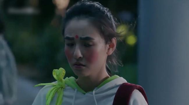"""""""Lê hấp đường phèn"""" đạt No.1 bảng vàng rating, Douban cực khủng, nữ chính Ngô Thiến từ xinh đẹp trở nên xấu xí  - Ảnh 11."""